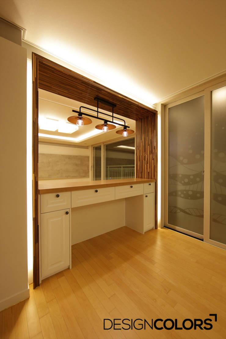 파주시 목동동 해솔마을 삼부르네상스 아파트인테리어: DESIGNCOLORS의  주방,모던