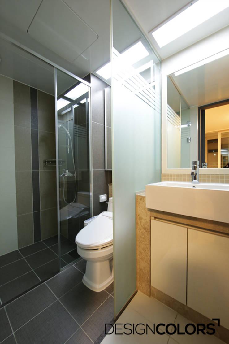 파주시 목동동 해솔마을 삼부르네상스 아파트인테리어: DESIGNCOLORS의  욕실,모던