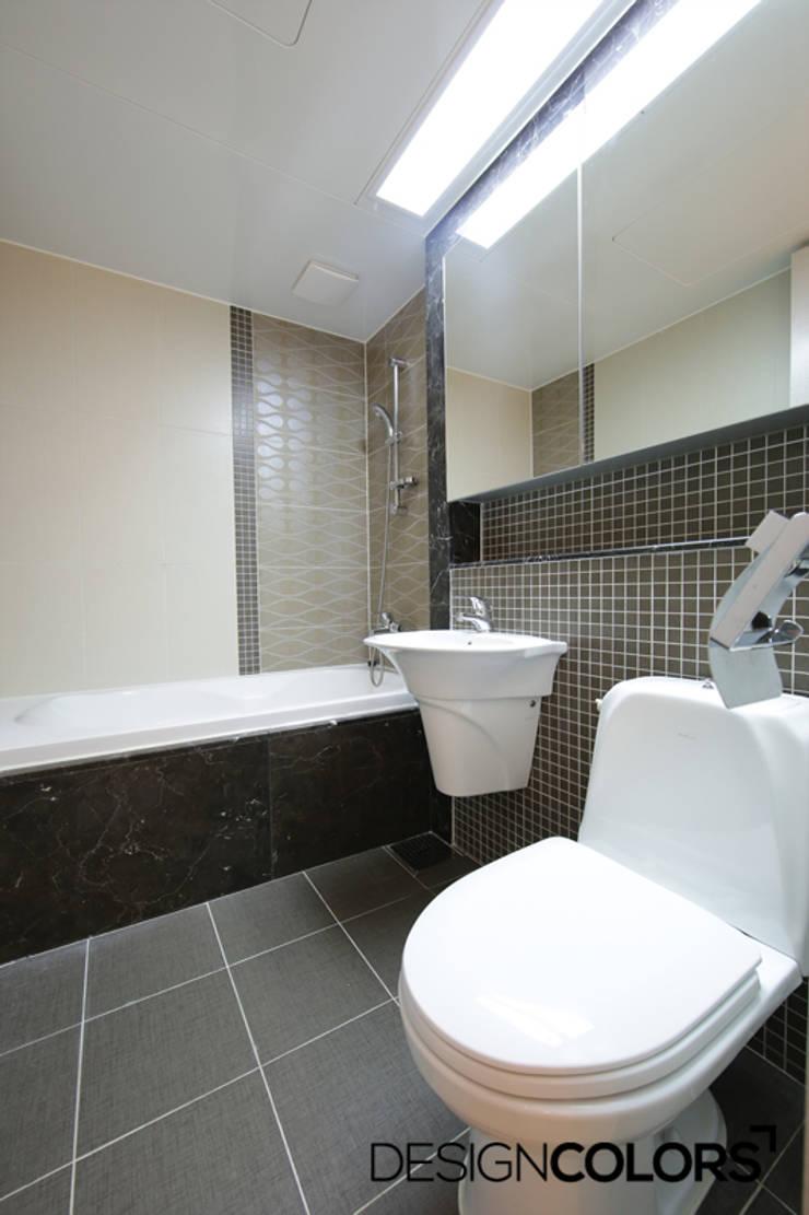파주시 목동동 해솔마을 삼부르네상스 아파트인테리어: DESIGNCOLORS의  욕실