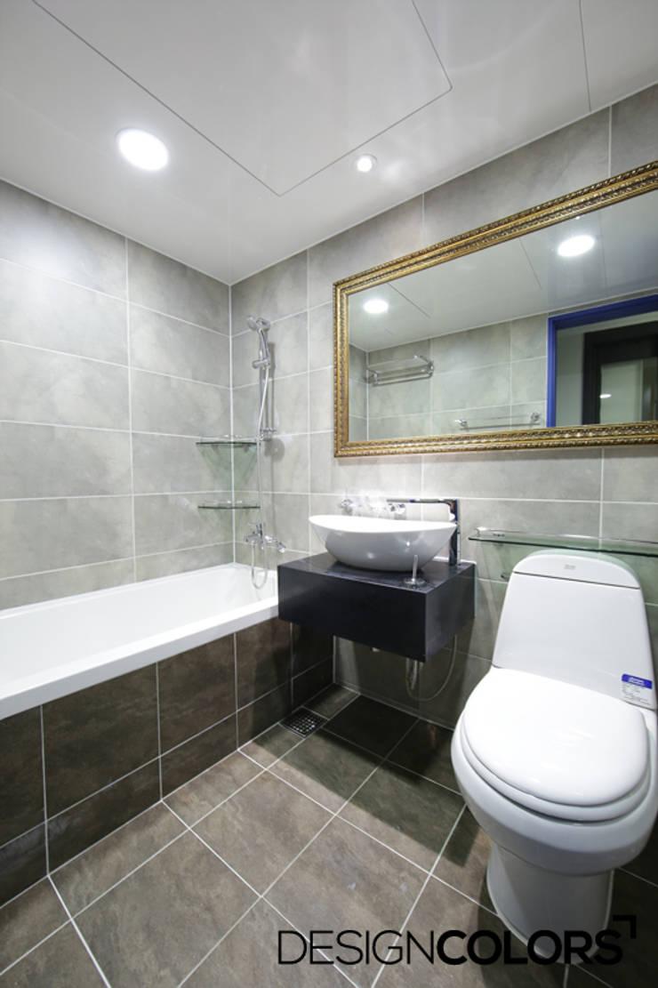 동작구 본동 한신휴플러스 아파트 인테리어 : DESIGNCOLORS의  욕실,