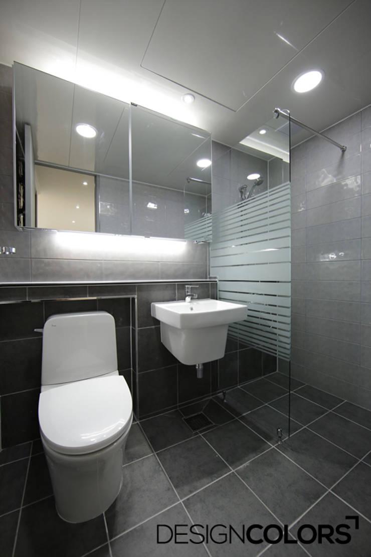 마포구 현석동 강변힐스테이트 아파트인테리어: DESIGNCOLORS의  욕실,