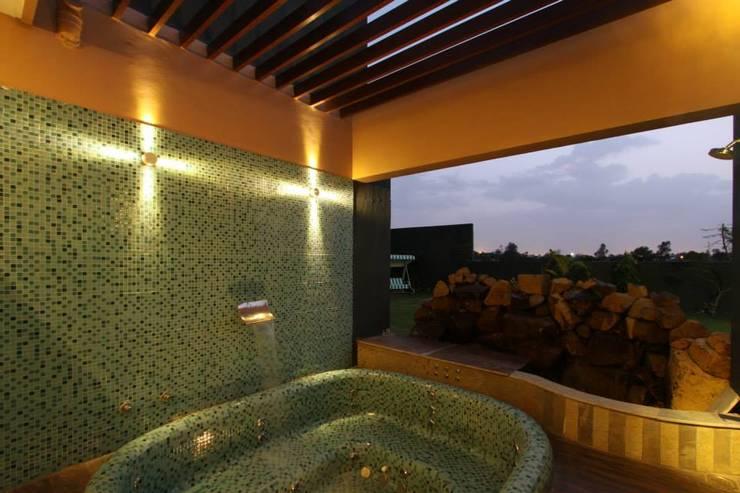 ห้องน้ำ by SPACCE INTERIORS