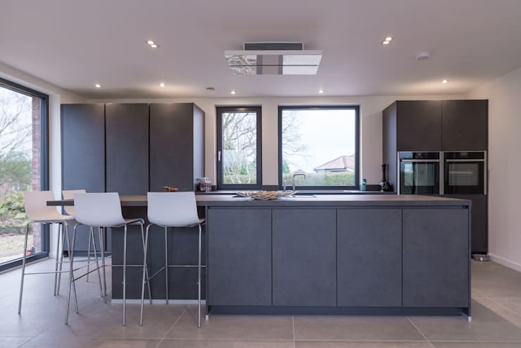 Mr & Mrs Fleet Jones:  Built-in kitchens by Diane Berry Kitchens,