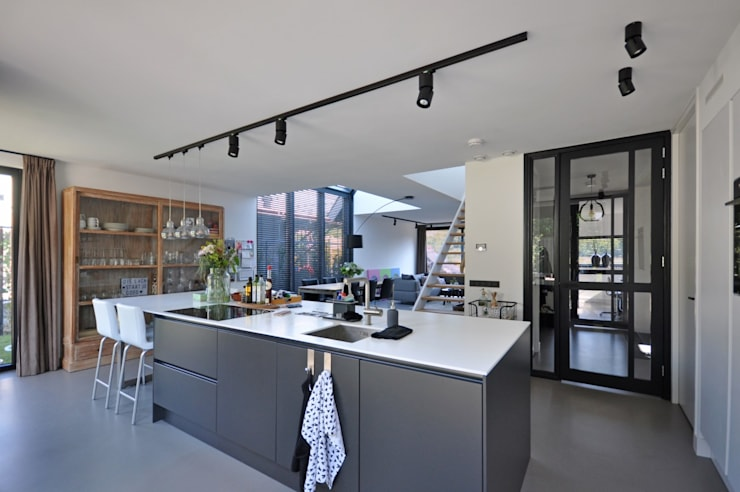 Eigentijdse woning:  Keuken door Bongers Architecten, Landelijk