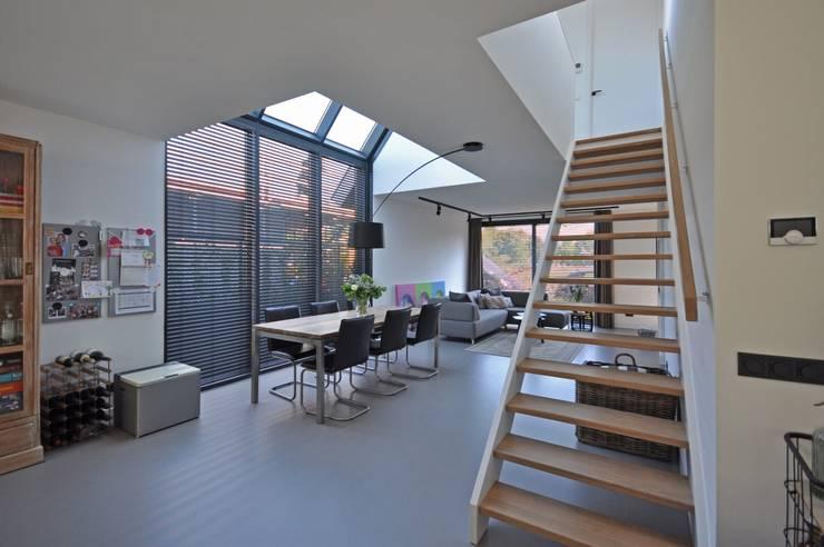 Eigentijdse woning:  Eetkamer door Bongers Architecten, Landelijk