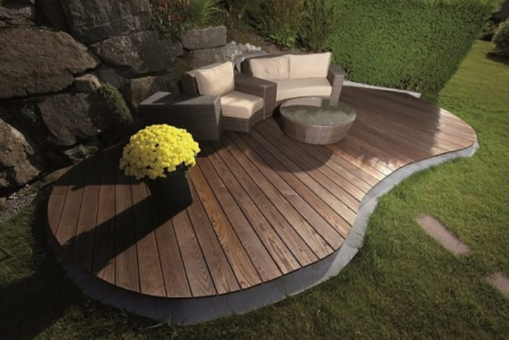Ash Decking:  Walls & flooring by Motama Interiors and Exteriors