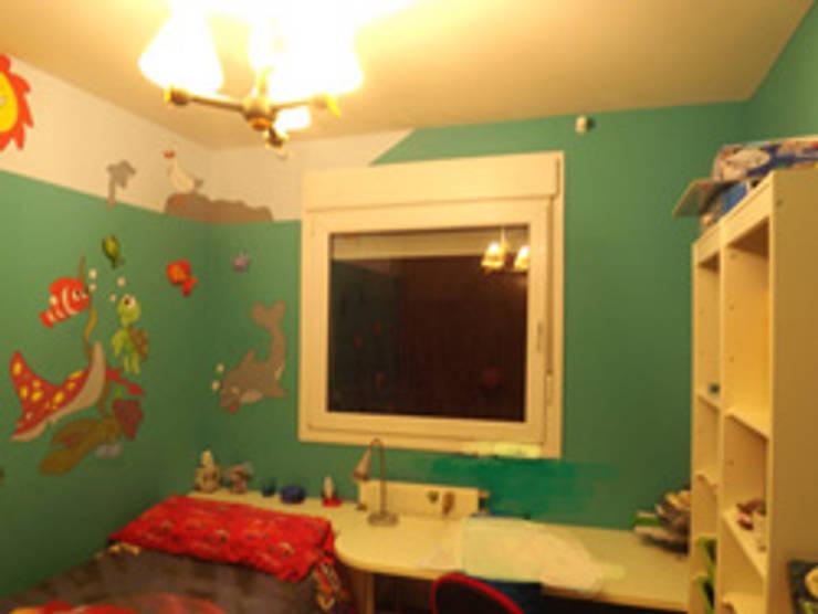 dormitorio niño ANTES:  de estilo  de Almudena Madrid Interiorismo