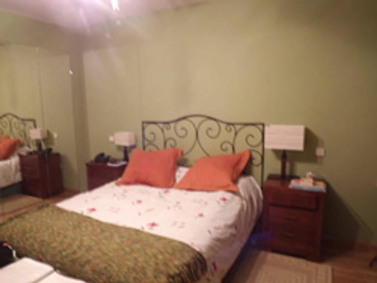 Dormitorio principal ANTES:  de estilo  de Almudena Madrid Interiorismo