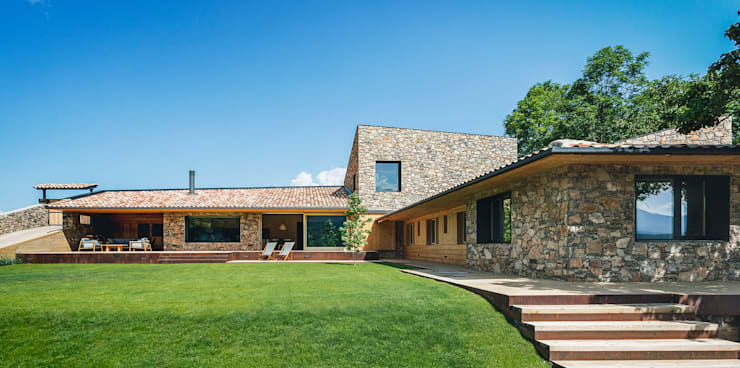 Wooden houses by dom arquitectura, Modern