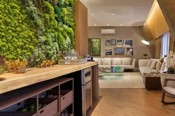 Parede Verde Musgo Preservado: Paisagismo de interior  por Vertical Garden - Jardim Vertical e Paisagismo Corporativo
