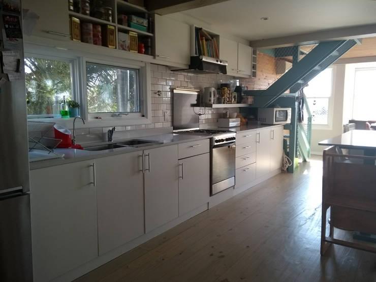 Cocina : Cocinas a medida  de estilo  por 2424 ARQUITECTURA