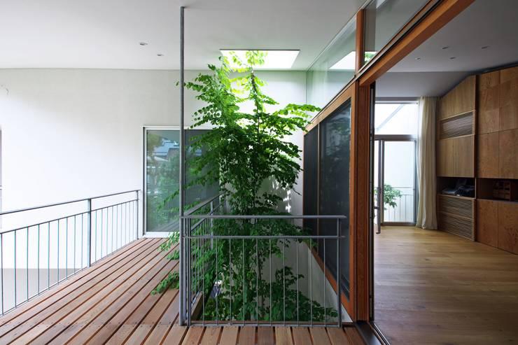 Patios & Decks by Takeru Shoji Architects.Co.,Ltd, Eclectic