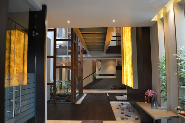 Interior:  Corridor & hallway by Planet Design and associate
