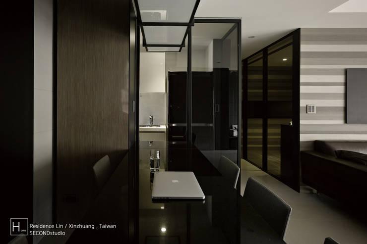 Living room / 客  廳:  置入式廚房 by SECONDstudio