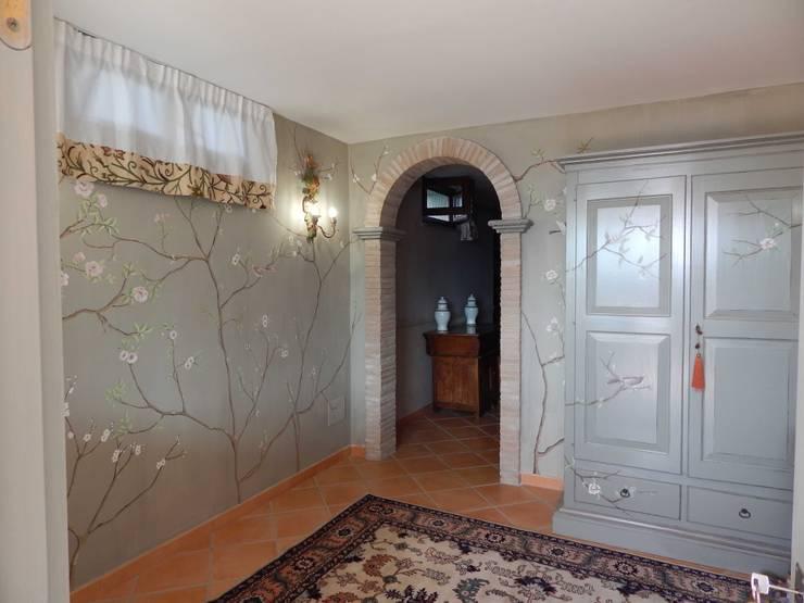Decorazione con rami: Ingresso & Corridoio in stile  di Meraki di Irene Mancini