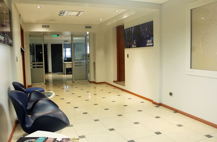 Oficinas Alliance SAS: Edificios de Oficinas de estilo  por Triad Group,