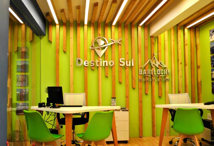DESTINO SUL: Edificios de Oficinas de estilo  por Triad Group