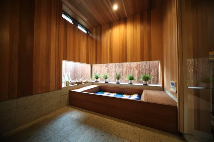 Ванные комнаты в . Автор – 株式会社高野設計工房