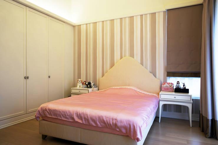 美式居家風格住宅:  臥室 by G.T. DESIGN 大楨室內裝修有限公司