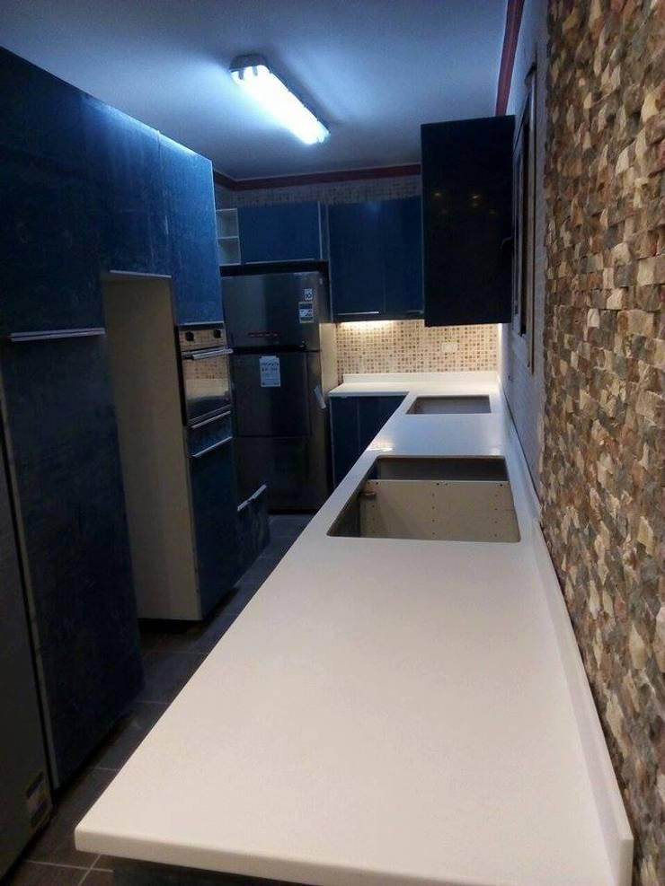 رخامه مطبخ من الكوريان:  Kitchen تنفيذ Corian EG