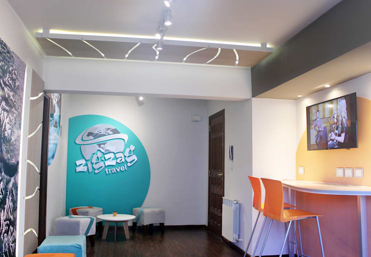 PROYECTO DE REMODELACIÓN INTERIOR DE OFICINAS: Estudios y oficinas de estilo  por Triad Group
