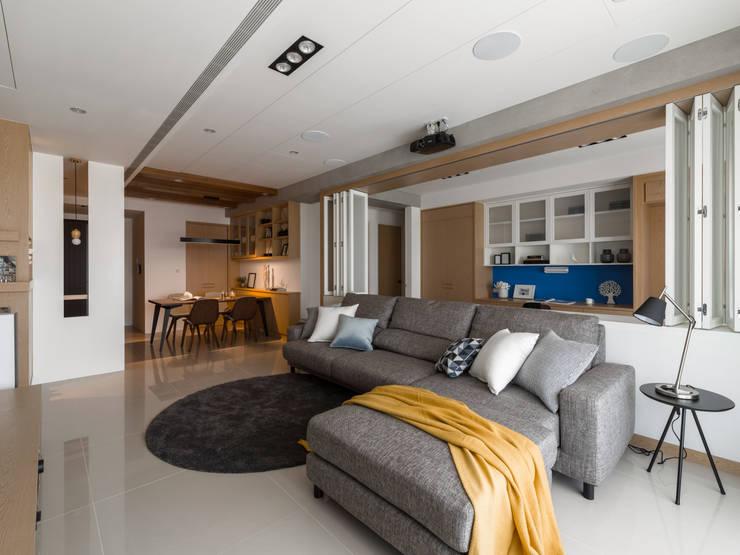 摺疊門片:  客廳 by 存果空間設計有限公司