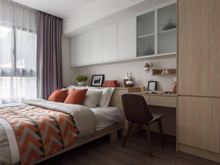 孝親房:  臥室 by 存果空間設計有限公司