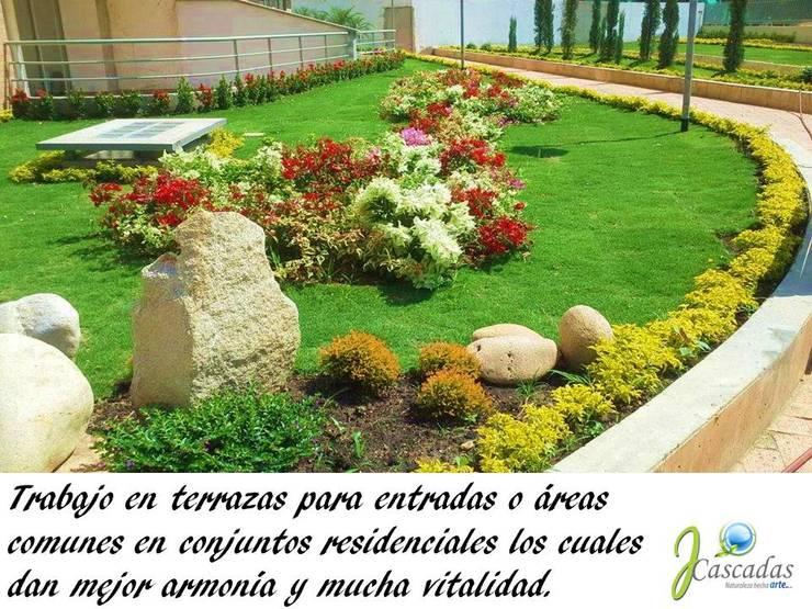 PRESENTACIÓN: Jardines frontales de estilo  por JCASCADAS, Clásico