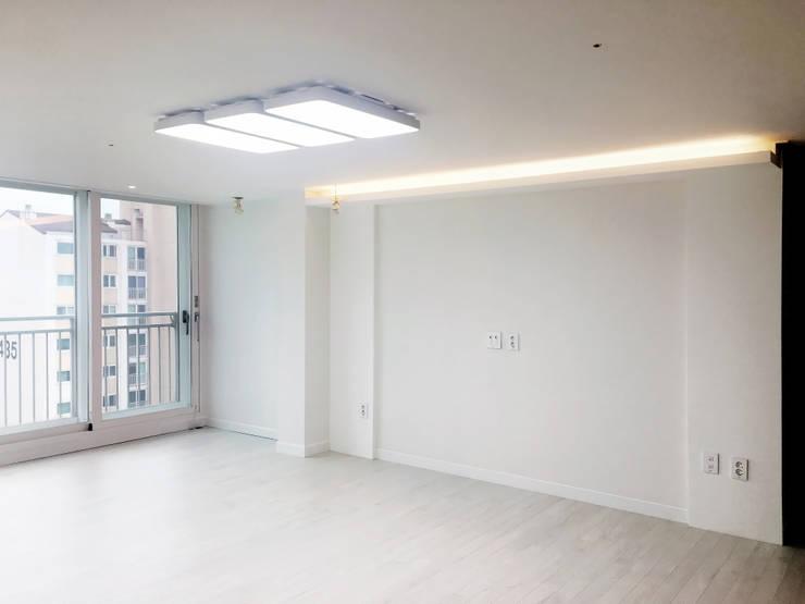 용인 수지구 복층 아파트 48PY: 그리다집의  거실