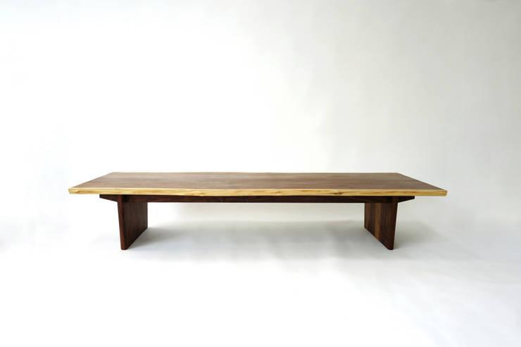 북매칭 테이블(book matching table) : 짐머만 퍼니처의  거실,