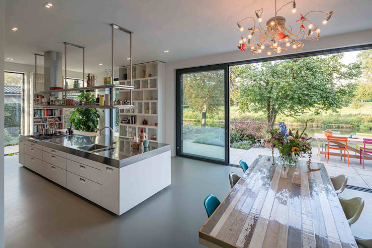 Nieuwbouw villa:  Keuken door Richèl Lubbers Architecten