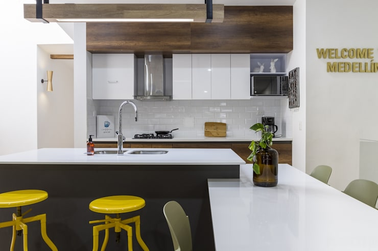 Projekty,  Kuchnia zaprojektowane przez Adrede Diseño