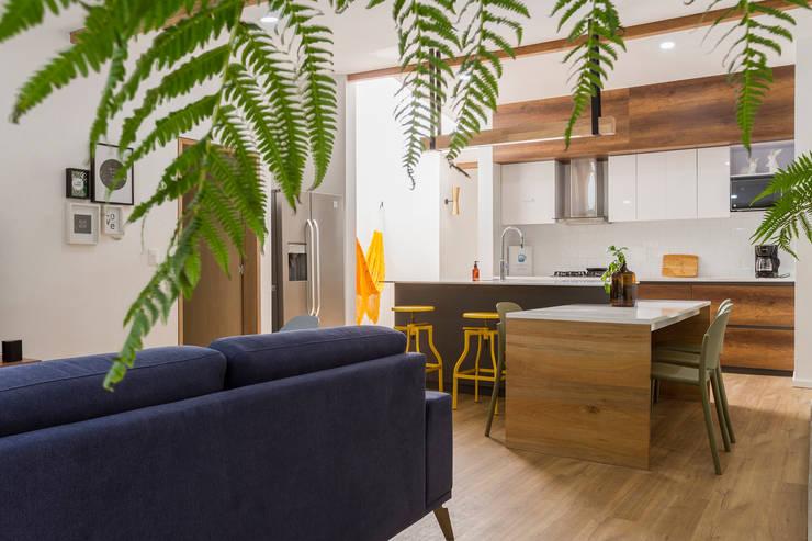 sala casa laureles: Comedores de estilo  por Adrede Diseño