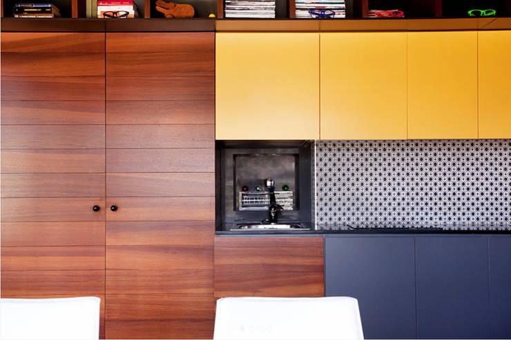 Proyecto de rehabilitación y reforma en un apartamento en Benicassim: Terrazas de estilo  de Gemmalo arquitectura interior