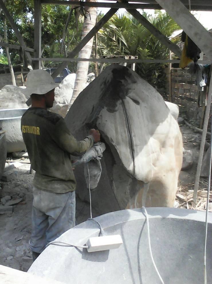 Proceso fabricación bañera de piedra:  de estilo tropical de comprar en bali, Tropical