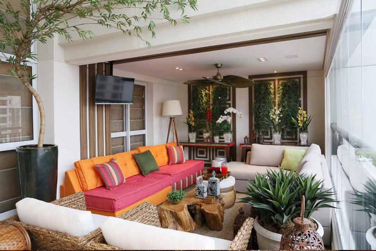 Apartamento – CLÁSSICO E CONTEMPORÂNEO: Terraços  por INSIDE ARQUITETURA E DESIGN