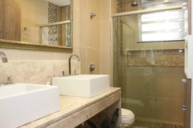 Cozinha e Banheiro Apartamento Copacabana: Banheiros modernos por Claudia Saraceni