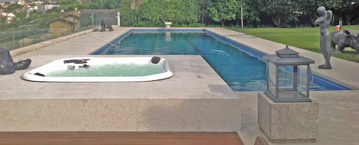Garden Pool by Raul Hilgert Arquitetura de Exteriores