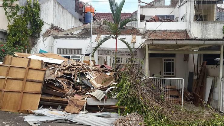 Renovasi Rumah di Bumi Bintaro Permai:   by PT Intinusa Persada