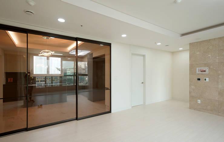 주방을 포인트로 만든 청라린스트라우스: 디자인 아버의  거실,에클레틱 (Eclectic)