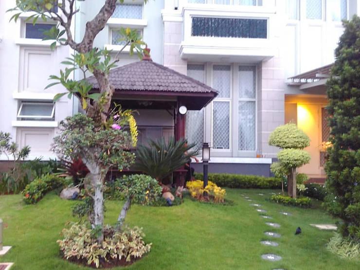 Jasa Tukang Taman Surabaya - Flamboyanasri:  Gedung perkantoran by Tukang Taman Surabaya - flamboyanasri