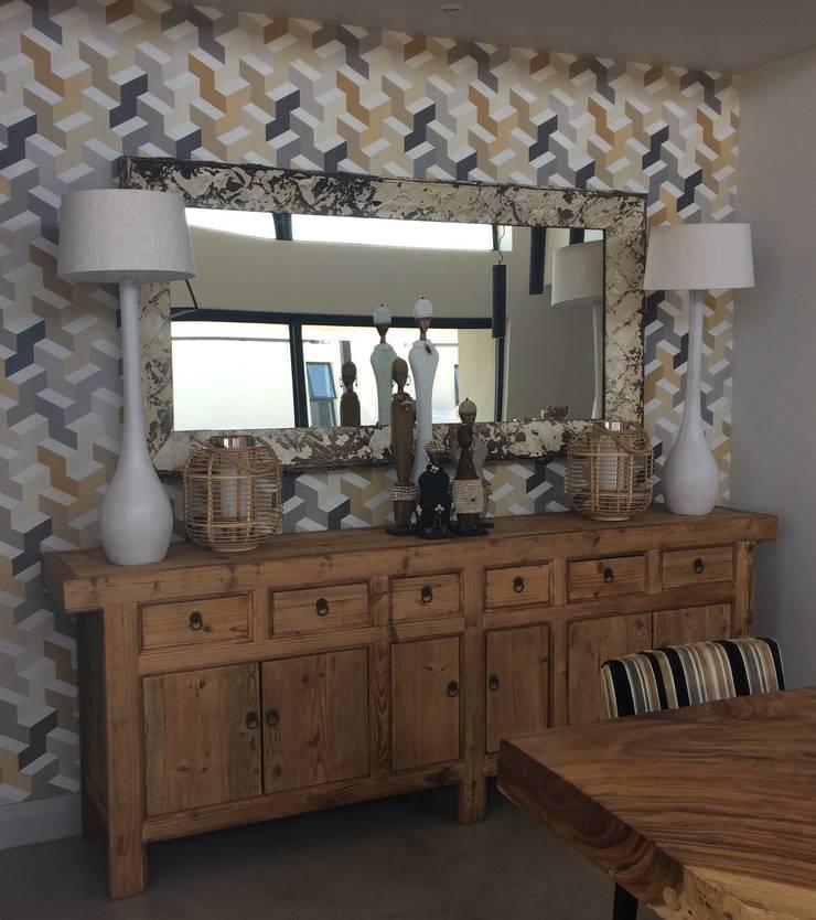 Golden Geometry:  Living room by Sophistique Interiors, Modern