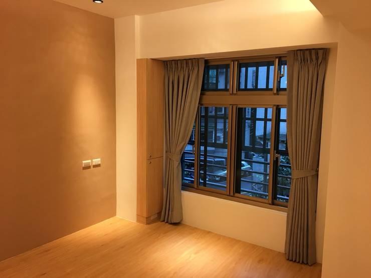 裝潢免百萬 利用現有格局及顏色的搭配 打造完美的家:  臥室 by 捷士空間設計(省錢裝潢)