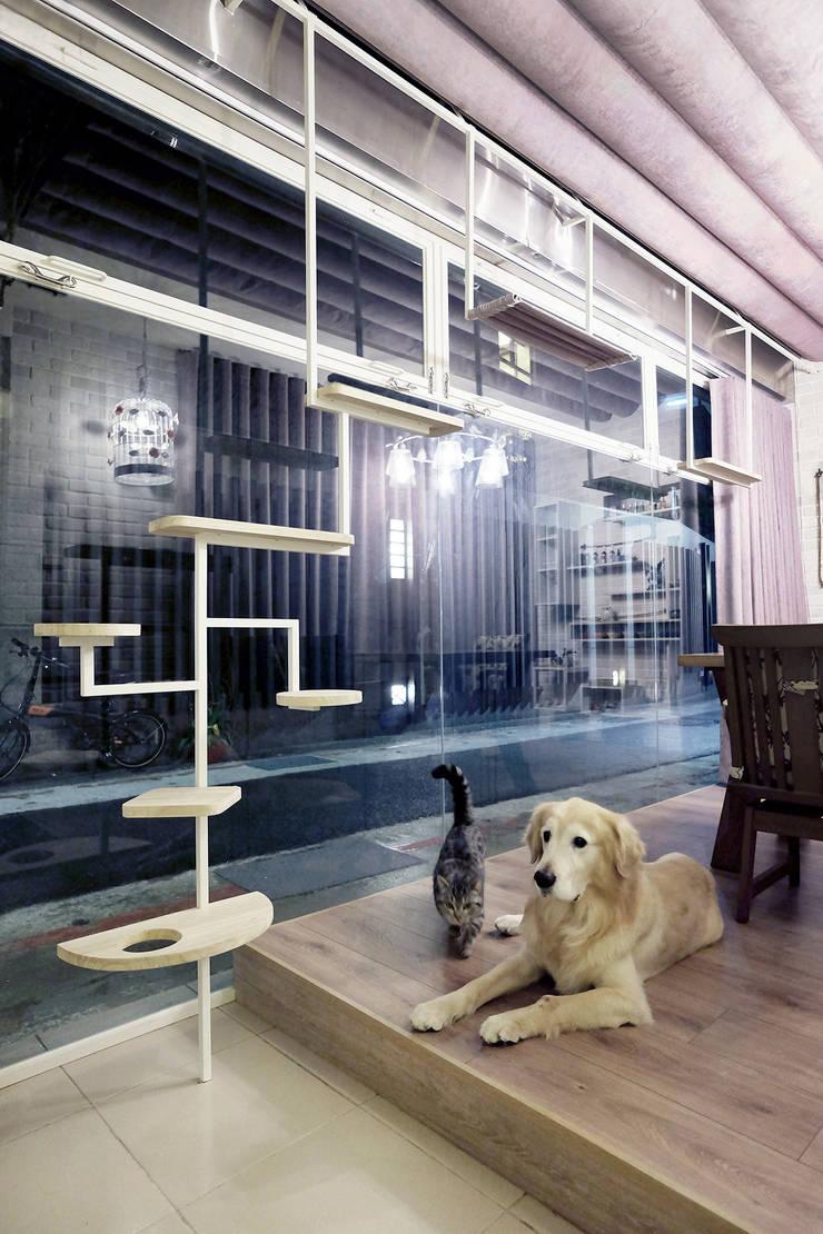RV Studio:  書房/辦公室 by 築一國際室內裝修有限公司