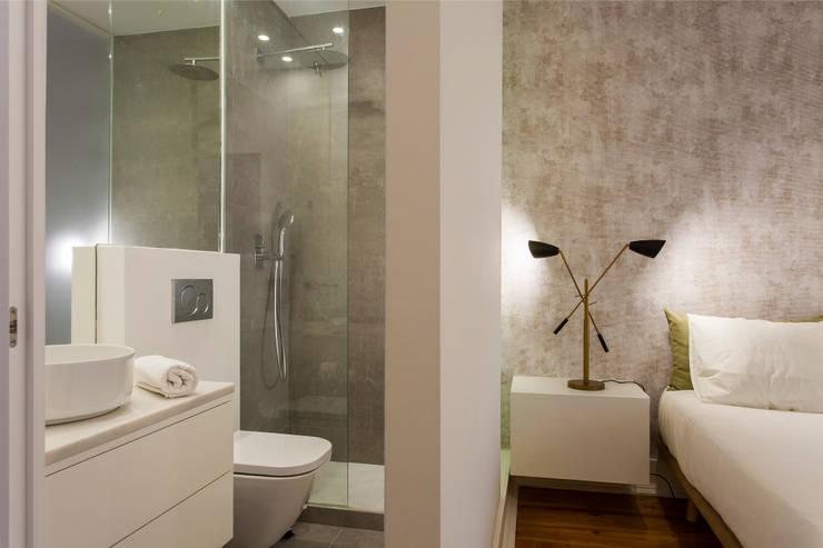 Suite com vista para a casa de banho: Quarto  por Traço Magenta - Design de Interiores