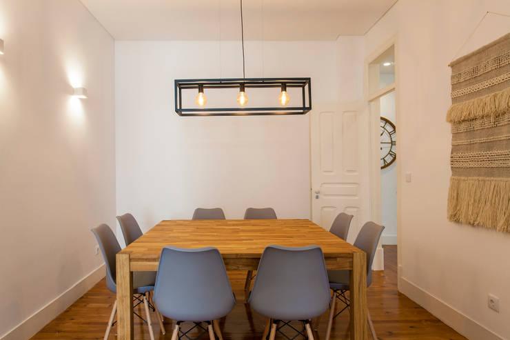 Sala de refeições: Sala de jantar  por Traço Magenta - Design de Interiores
