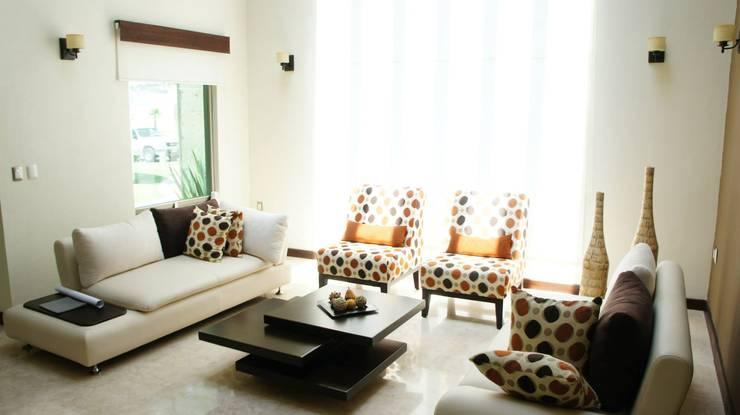 Salas / recibidores de estilo  por VISION+ARQUITECTOS