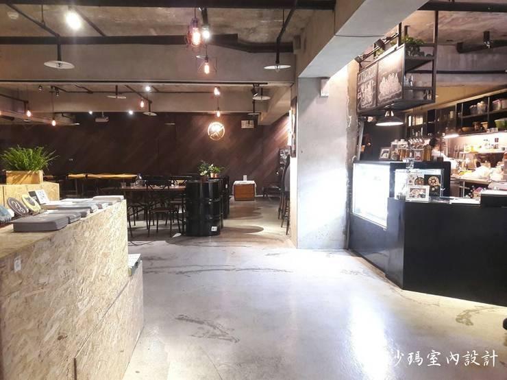 門口:  辦公室&店面 by 沙瑪室內裝修有限公司