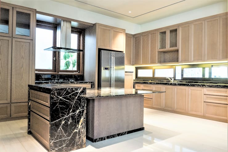 Pantry 1:  Kitchen by ARF interior