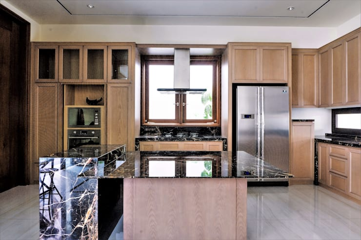 Pantry 3:  Kitchen by ARF interior